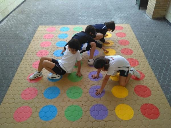 Plantilla pintar juego Twister 3x3 huecos (parchis/3 en raya) suelo/patio
