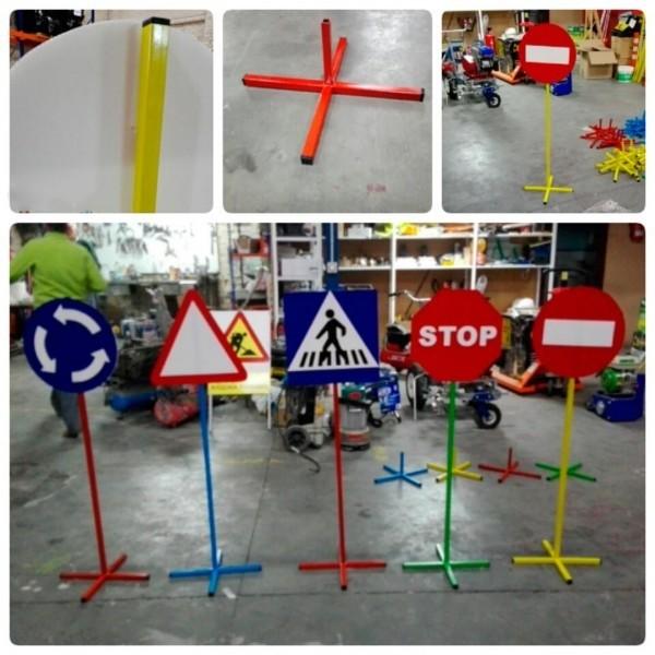 señales circulación 33cm, picas y base de metal para Circuito Escolar Educación Vial